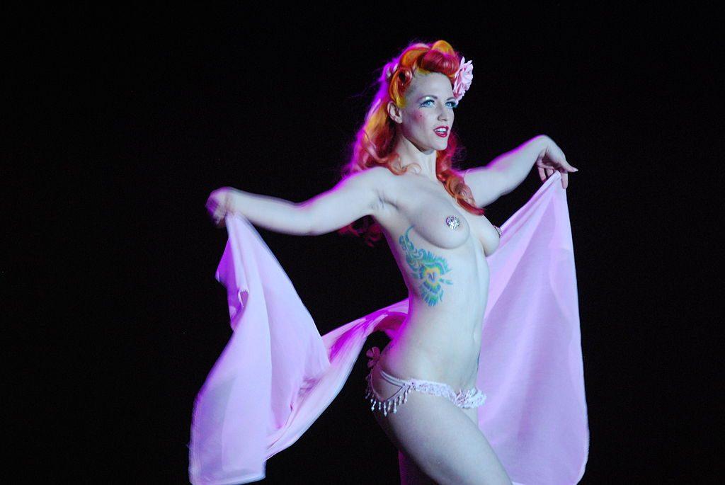 Melody Mangler Burlesque-Show