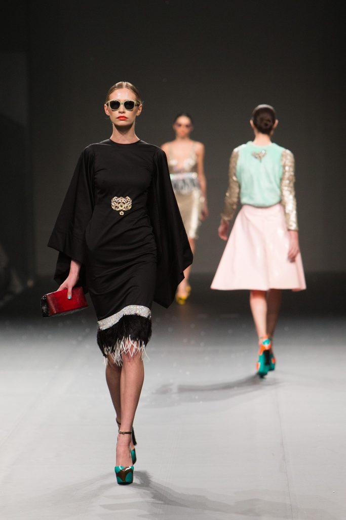 fashion-show-catwalk_laufsteg_modenschau_model_frau
