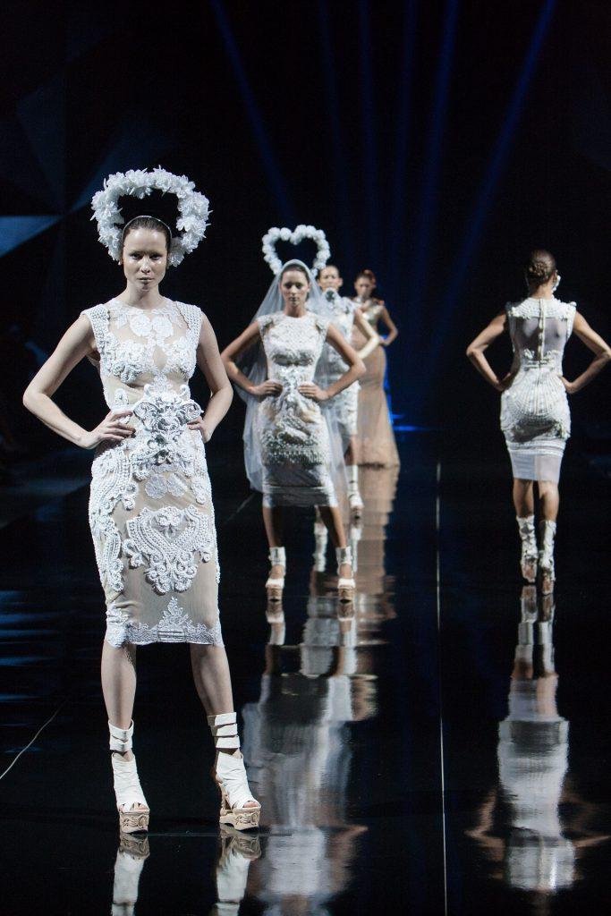fashion-show-catwalk_laufsteg_modenschau_model_frau_weiblich