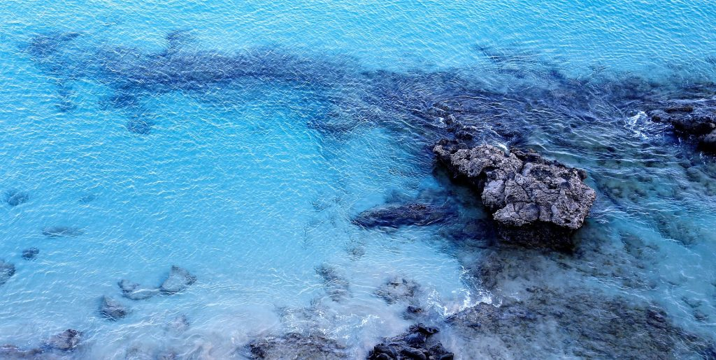 blau-meer-see-wasser-urlaub-sommer