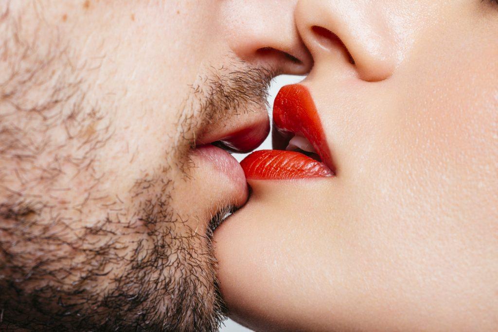 Küssendes Pärchen