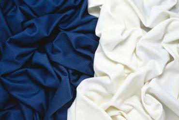 blaue und weiße Viskose - Viskose: Eigenschaften, Pflege, Nachhaltigkeit