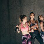 Gruppe von Frauen beim Sport in trendiger Sportmode - istock