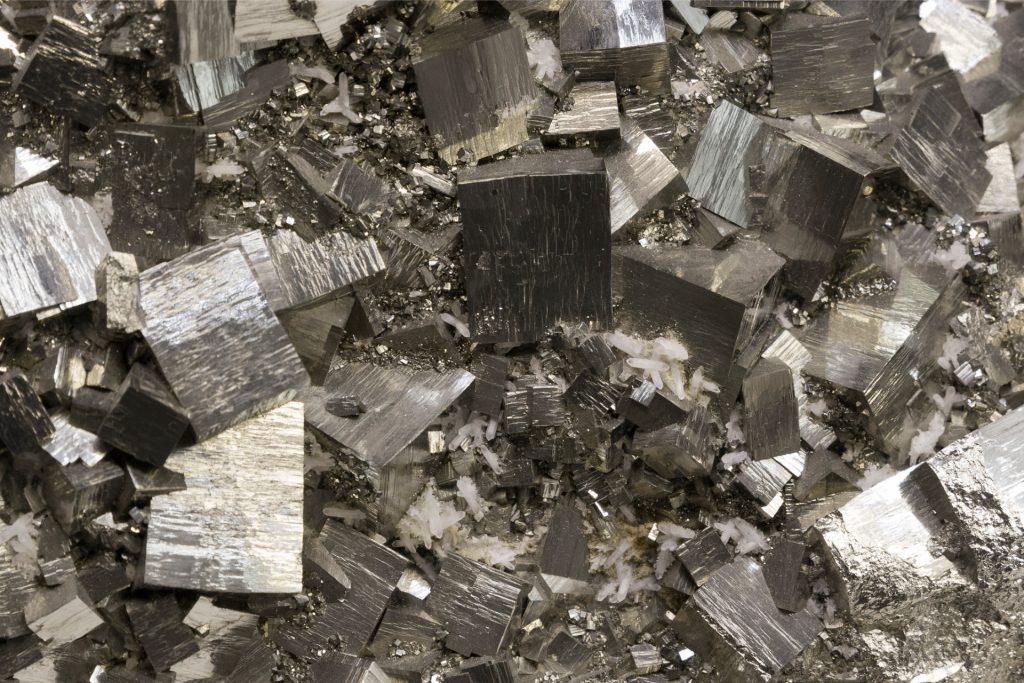 siber glänzende steine-istock