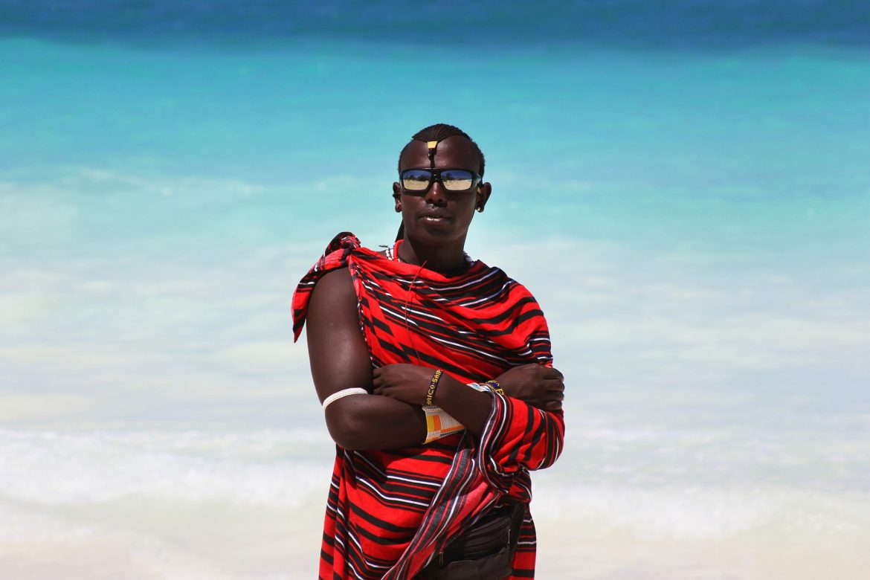 Ethno-Muster: Massai in traditioneller Kleidung