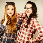 Hipster Girls im Holzfällerhemd