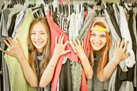 Kleidung aussortieren