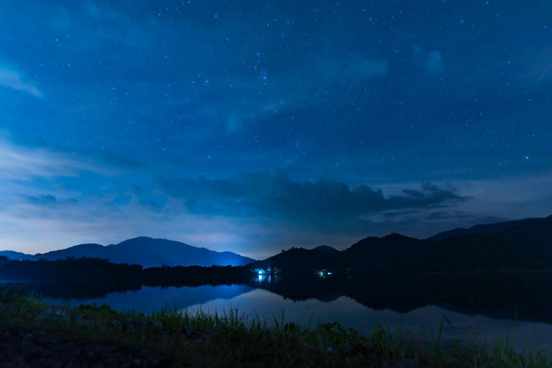 blauer Abendhimmel
